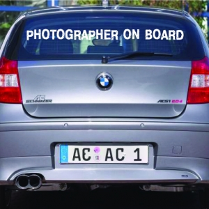 Фотограф в машине - наклейка на авто